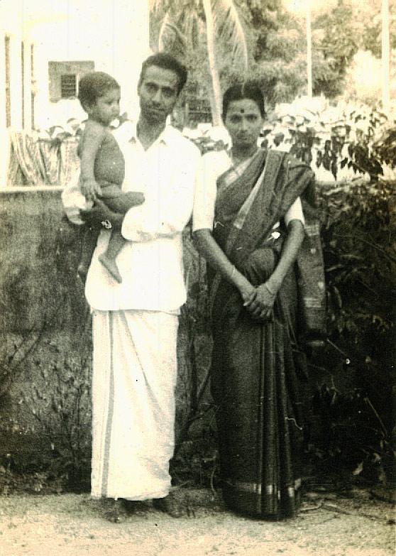 அசோகமித்திரன், மனைவி குழந்தையுடன். நன்றி : 'காலம்' இதழ்