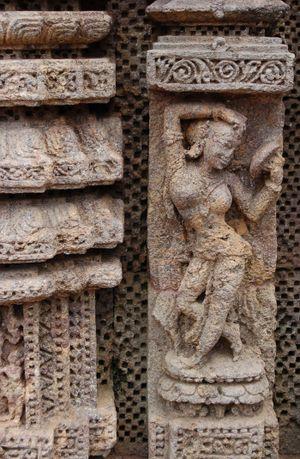 Women_Mirror_Sculpture_India_Arts_Female_See_Women_Architecture_Ancient