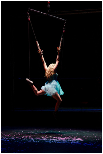 Girl_Circus_Lady_Acrobat_Performer_Artists_Entertainment_Stage_Actor_Shows