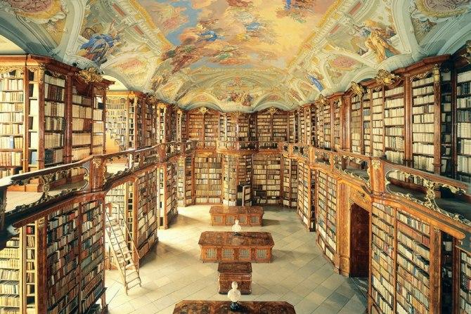 italo calvino general in the library