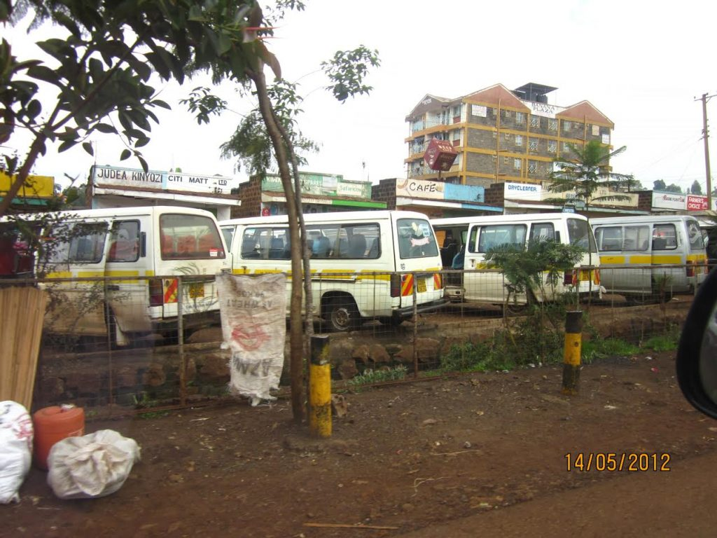 kenya_public_transport_14_seater_vans_vehicles_move_bus