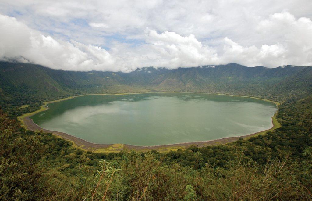 ngorongoro_crater_aerial_tanzania_national_parks_serengeti_lake_views